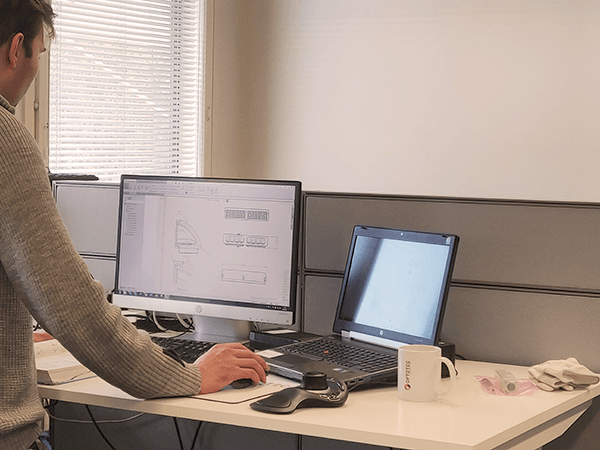 A mechanical engineer designing a led lighting with a CAD software.